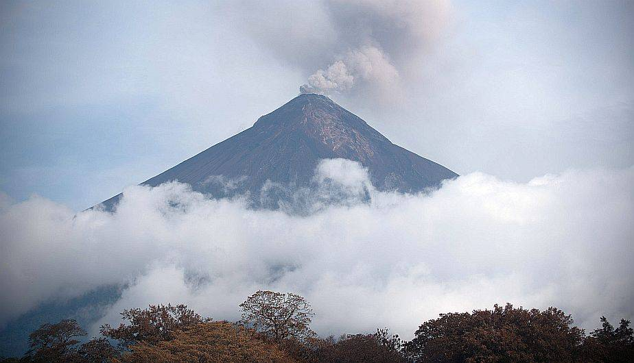 Volcán de Fuego continúa activo con 7 explosiones por hora en ...