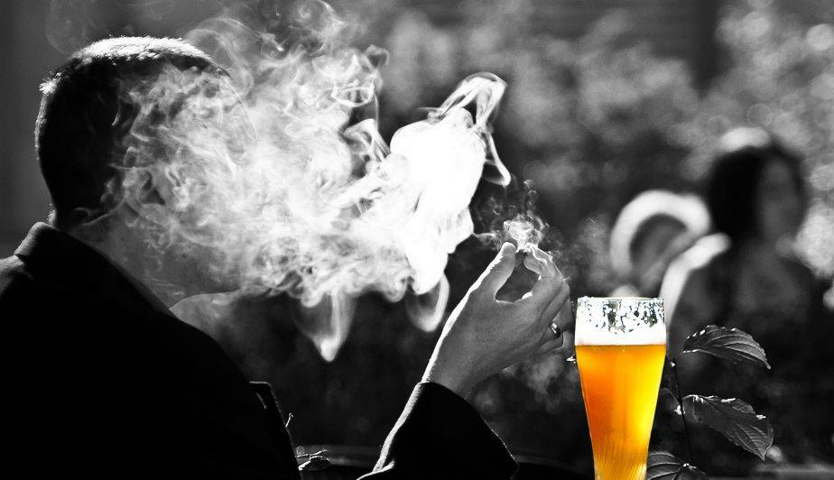 que provoca el consumo excesivo de tabaco