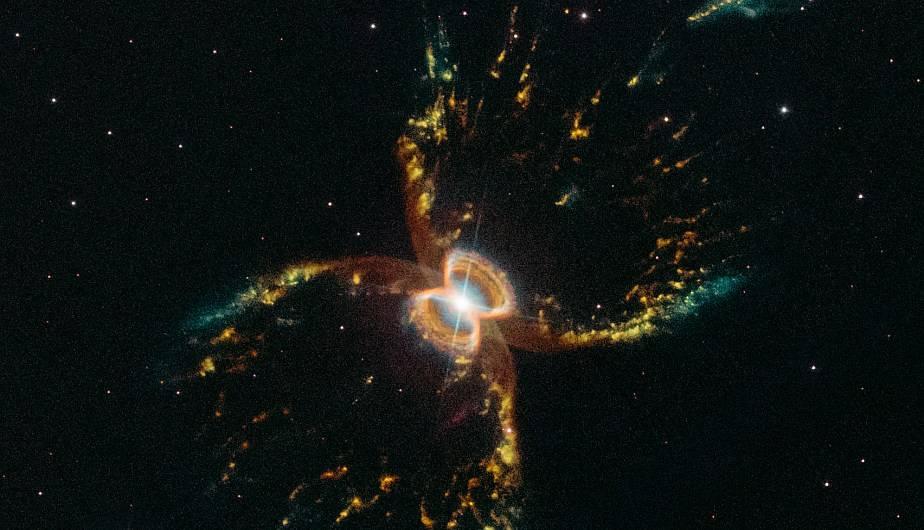 NASA celebra aniversario del Hubble con colorida foto de la nebulosa del Cangrejo del Sur