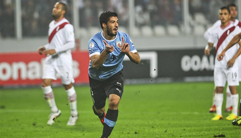 Luis Suárez tiene a Perú de 'hijo': es la selección sudamericana a la que más goles le anotó. (Foto: AFP)